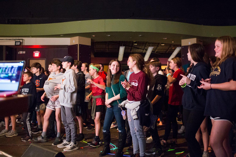 kingwood umc students and teens worshipping in church